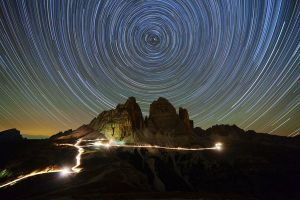 best-night-sky-pictures-2012-star-trails_53118_600x450